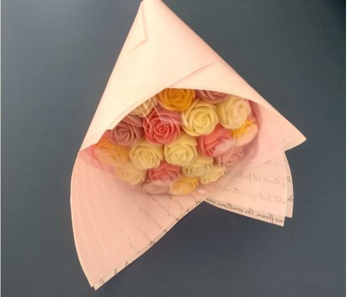 Букет из 19 шоколадных роз, четыре цвета