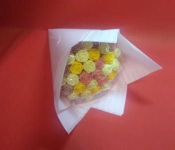 Букет из 37 роз, четыре цвета