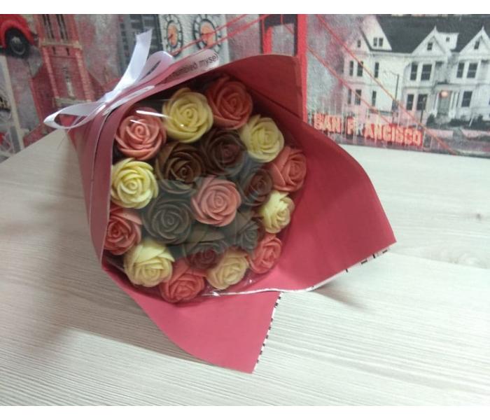 Шоколадный букет из 19 роз